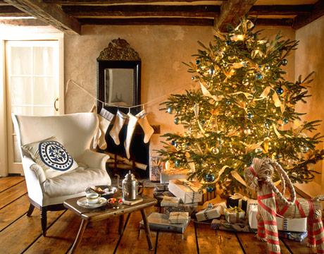 gold-christmas-tree-via-modize